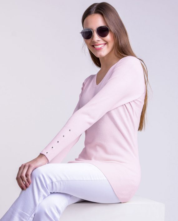 Sweater  V con tachas